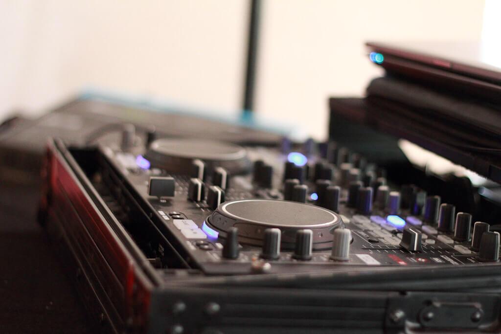 GEMA-Gebühren bei Hochzeiten. Brilliant Event DJs